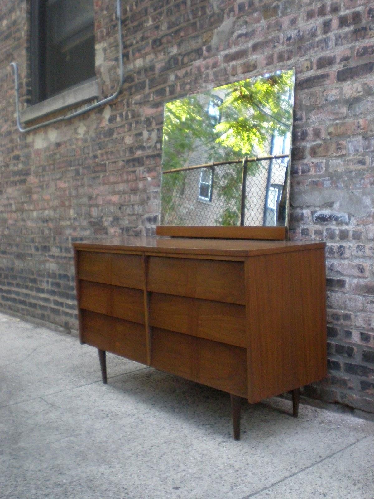 Ward Furniture Co Lowboy Dresser With Mirror