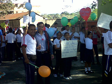 Docentes, estudiantes, representantes unidos