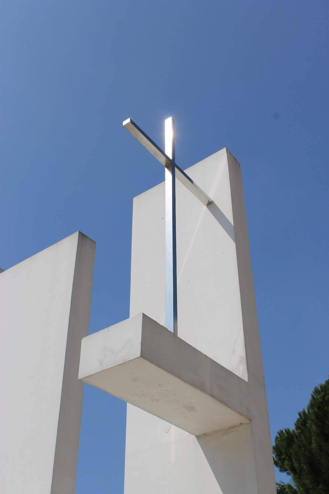 Blondes in milan rome and its modern architecture the parisch church of dio padre misericordioso built as part of the vicarage project 50 churches for rome 2000 was designed as a mark and symbol of the biocorpaavc