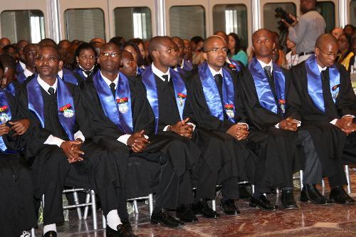 Angola: Baixa qualidade e ausência de investigação são entraves para ensino superior no país