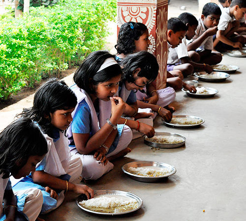 Mid day meal in Maharashtra