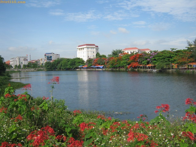 Hình ảnh đẹp về Ninh Bình - danh lam thắng cảnh, Hồ Máy Xay ở trung tâm Tp Ninh Bình