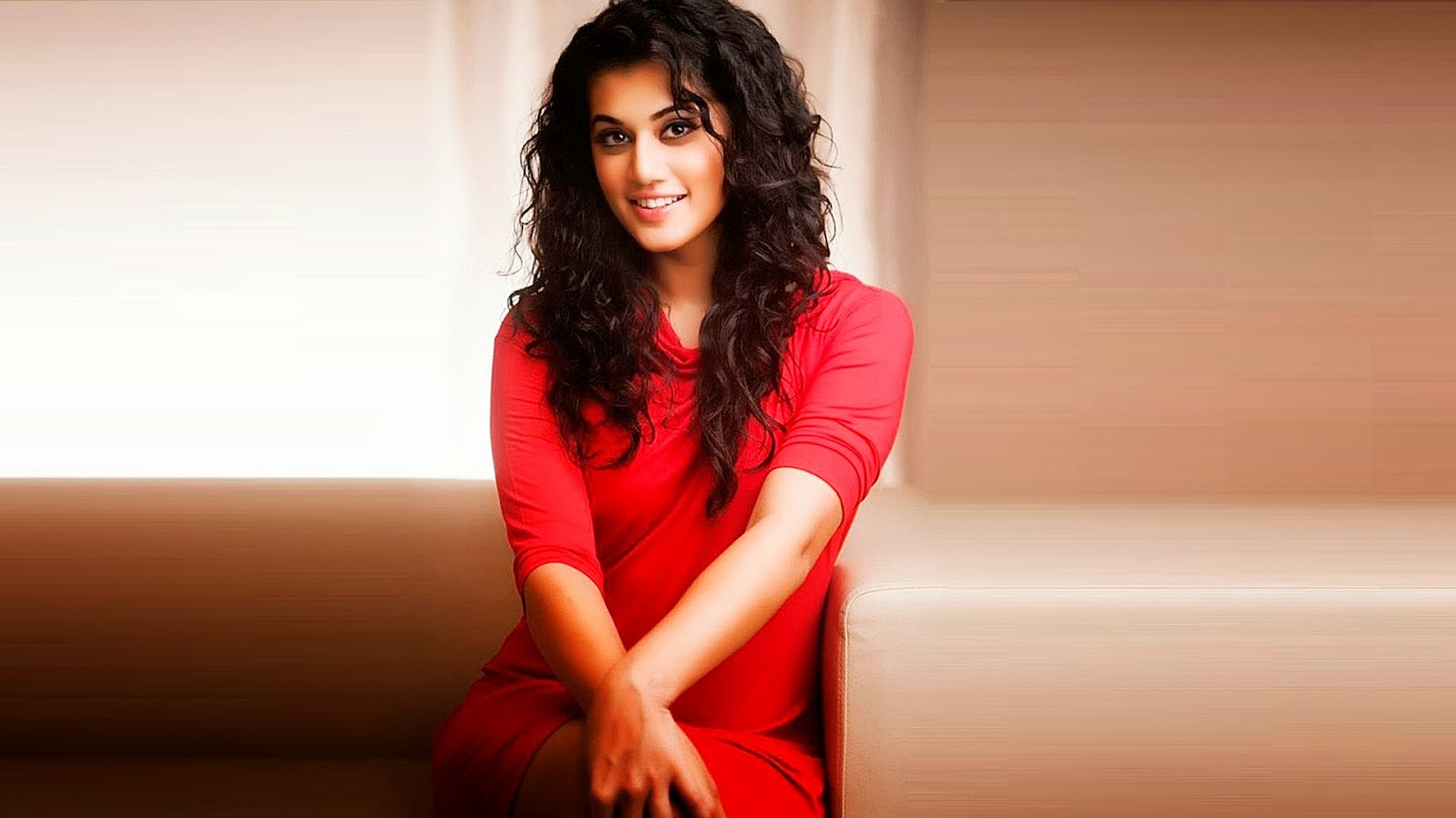 Actress Taapsee Pannu Latest HD Wallpapers and Images Download
