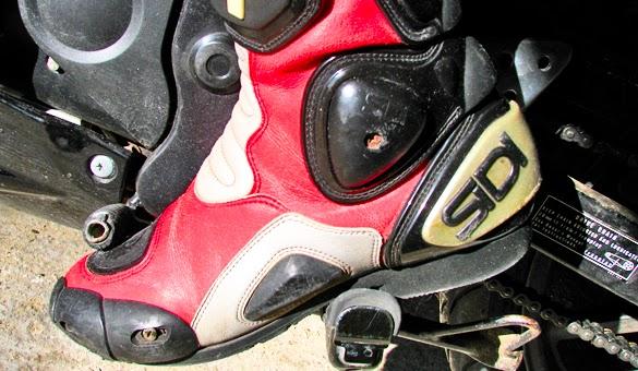 Memilih Sepatu Touring Yang Tepat dan Aman Memilih Sepatu Touring Motor Yang Tepat dan Aman