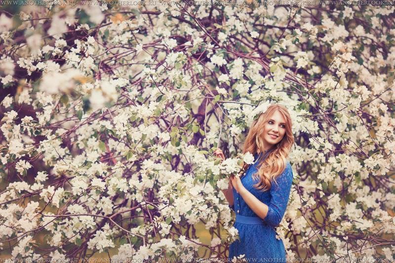 красивая фотосессия в саду в тканях