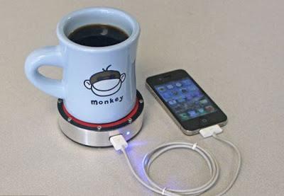 شاحن للموبايل عن طريق كوب ساخن من القهوة