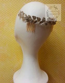 semicorona de porcelana para invtada, estilo griego en color oro champagne