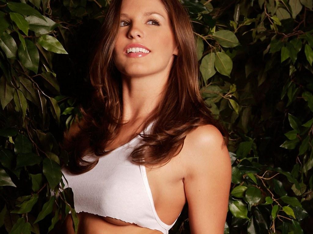 http://4.bp.blogspot.com/-dASpzWzsEYo/T3rFmmryw9I/AAAAAAAAQjk/2C2cEzeGr18/s1600/Susan+Hill+(1).jpg