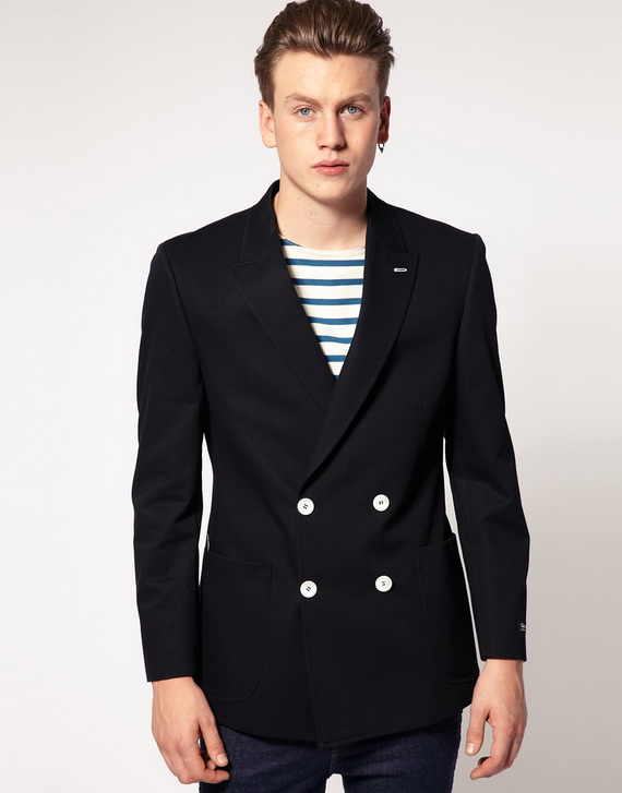 Brooks Brothers' stylish array of men's blazers is designed to add refinement to casual and business looks. Our blazers — offered in two-button, three-button or double-breasted — pair well with trousers, chinos, jeans and dress pants.