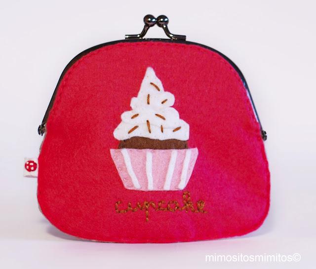 monedero de fieltro y bordado para regalar cupcake monedas dinero