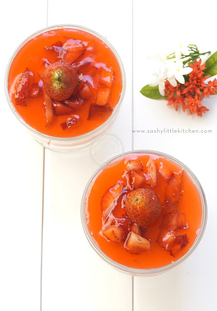 puding susu dan strawberry