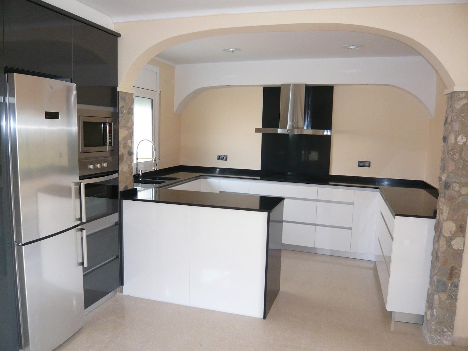 Reuscuina muebles de cocina sin tiradores con isla for Muebles de cocina con isla