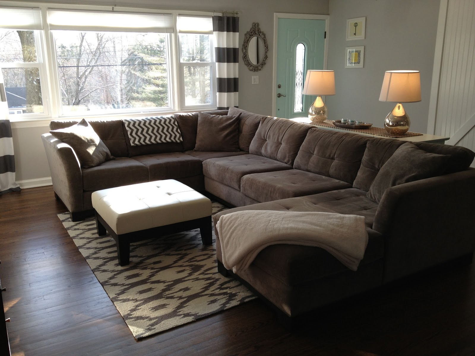 Retro ranch reno rugs revealed for Sectional sofa living room layout