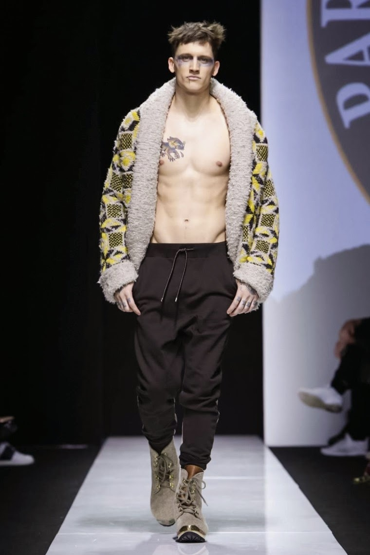 Vivienne Westwood AW15, Vivienne Westwood FW15, Vivienne Westwood Fall Winter 2015, Vivienne Westwood Autumn Winter 2015, Vivienne Westwood, du dessin aux podiums, dudessinauxpodiums, MFW, Pitti Uomo, mode homme, menswear, habits, prêt-à-porter, tendance fashion, blog mode homme, magazine mode homme, site mode homme, conseil mode homme, doudoune homme, veste homme, chemise homme, vintage look, dress to impress, dress for less, boho, unique vintage, alloy clothing, venus clothing, la moda, spring trends, tendance, tendance de mode, blog de mode, fashion blog,  blog mode, mode paris, paris mode, fashion news, designer, fashion designer, moda in pelle, ross dress for less, fashion magazines, fashion blogs, mode a toi, revista de moda, vintage, vintage definition, vintage retro, top fashion, suits online, blog de moda, blog moda, ropa, blogs de moda, fashion tops, vetement tendance, fashion week, Milan Fashion Week