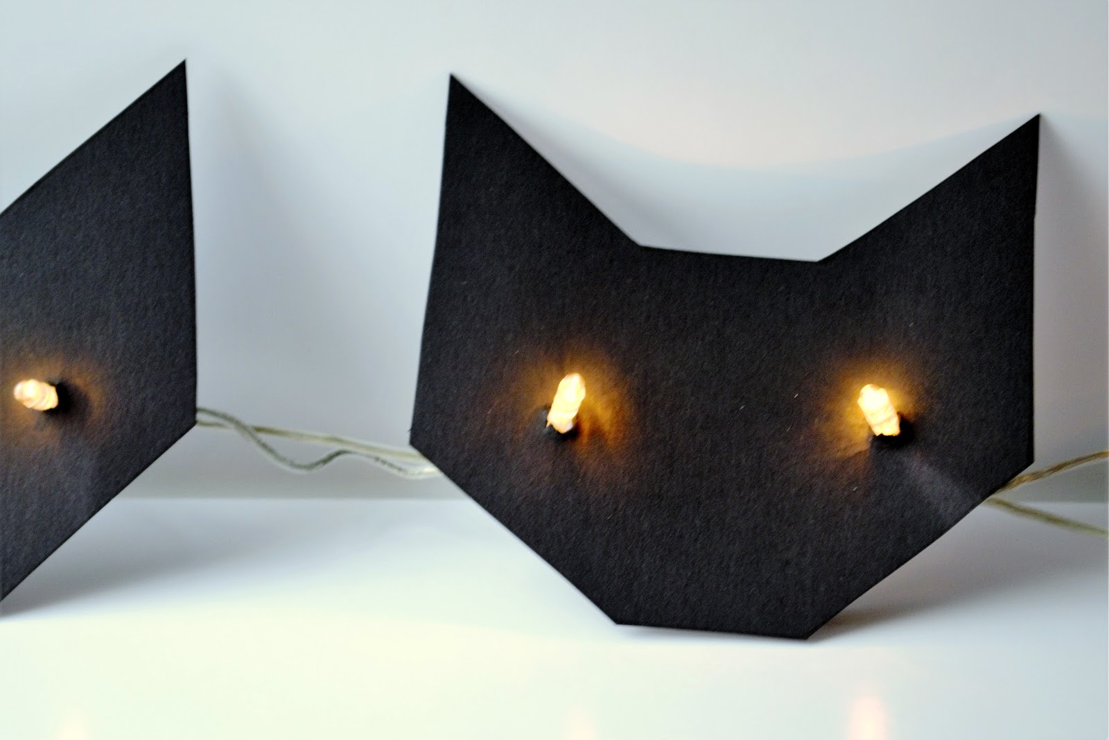 Diy Halloween String Lights : nostalgiecat: Easy Halloween DIY: Cat eyes string light