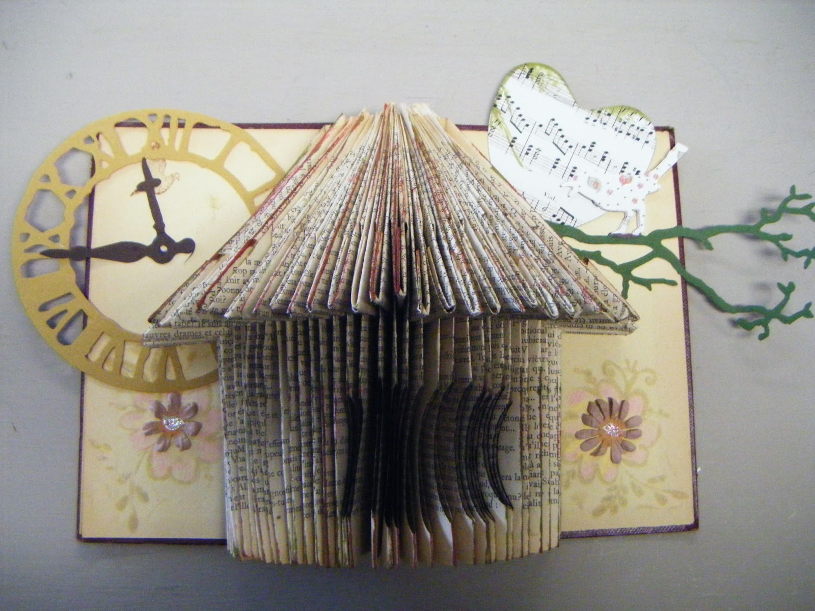 les causeries de martine pliage en forme de nichoir pour l 39 anniversaire de ma fille. Black Bedroom Furniture Sets. Home Design Ideas