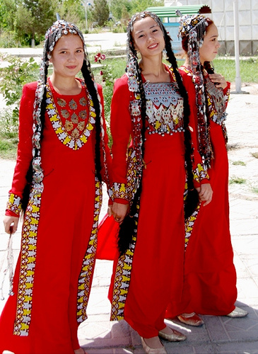Popular Kashmiri Dress Kashmiri_phiran_www