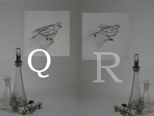 Bird Q: 20 x 7 x 10 cm, Bird R: 19 x 9 x 11 cm