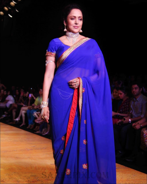 Hema malini ramp walk in blue saree
