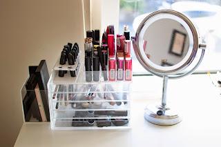 makeup organisation , clean makeup , minimal makeup