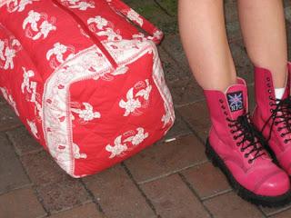 赤い靴とカバンPhotographer Nanimo