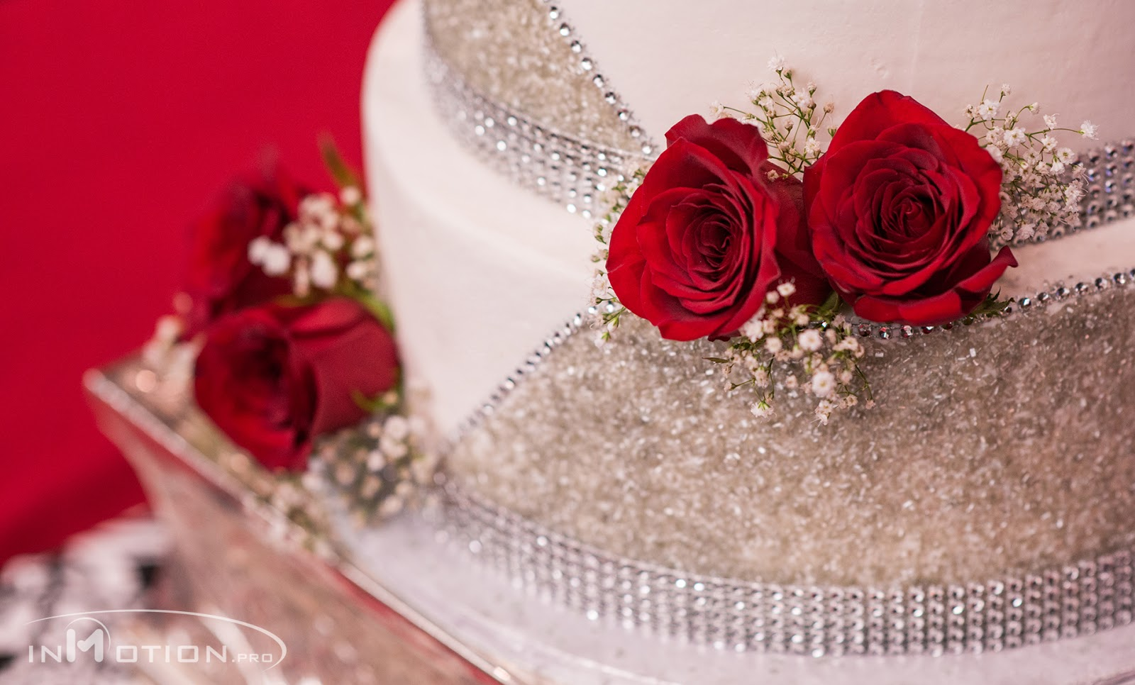 Detail Shots Wedding Cake Red Roses On