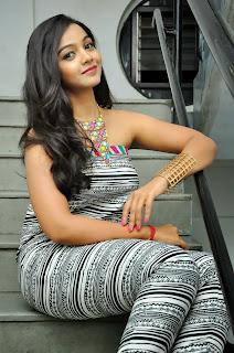 Nithya Shetty sizzling pics 002.jpg