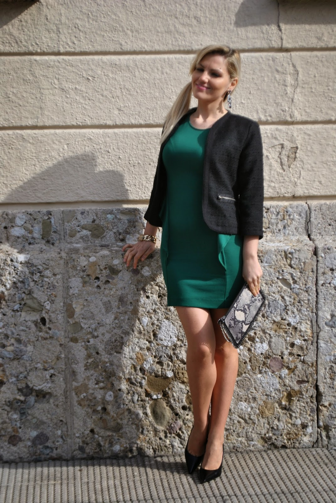 outfit abito verde bottiglia outfit elegante invernale outfit invernali outfit invernale da donna elegante outfit verde abbinamento verde e nero come abbinare il verde abito verde giacca nera mariafelicia magno colorblock by felym mariafelicia magno fashion blogger blog di moda italiani blogger italiane di moda color-block by felym moda fashion green dress how to wear green zara dress  winter outfits how t wear green come abbinare il verde falabella bag majique bracciale majique blonde girl acconciatura coda laterale