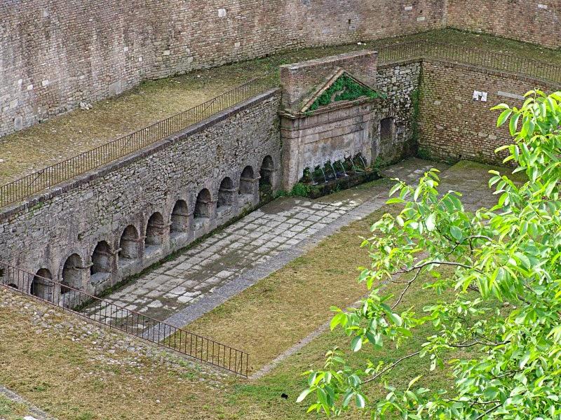 I promessi viaggi le fontane pi belle in italia for Antica finestra a tre aperture