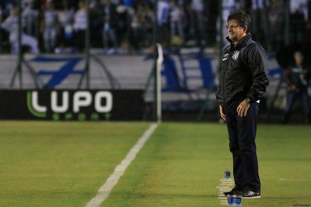 Técnico alvinegro ficou frustrado com mais uma derrota do Figueirense no Brasileiro (Foto: Luiz Henrique/Figueirense FC)