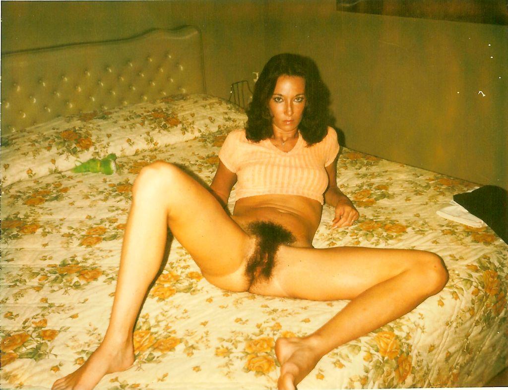 Fica Pelosa Nerissima Proromponte In Questa Foto Amatoriale E Vintage