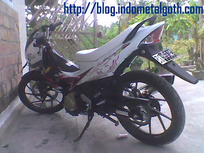 Suzuki Satria F 150 2011 (Warna Putih Hitam).jpg | gambar Suzuki Satria F 150 2011 (Warna Putih Hitam)
