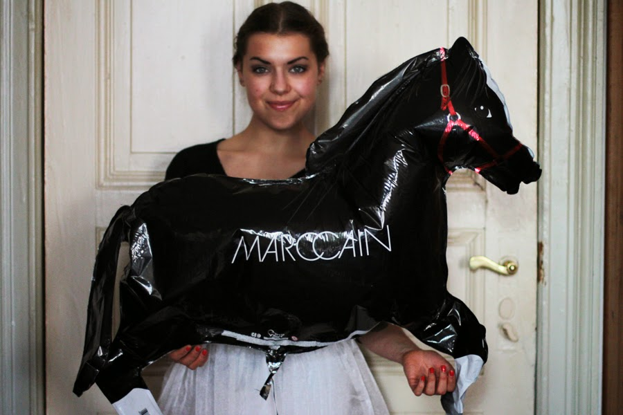 marc cain pferde balloon outfitpost inspiration