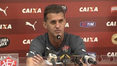 Botafogo vence Vitória no Barradão e lidera a Série B