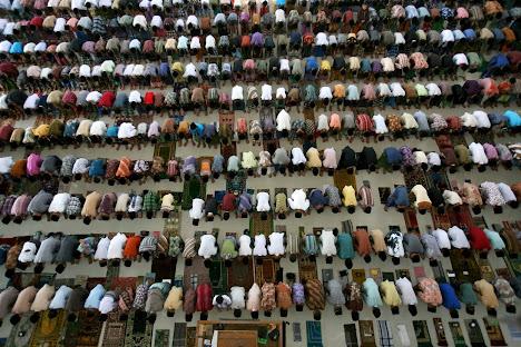 Para siswa di Pesantren Ar-Raudlatul Hasanah