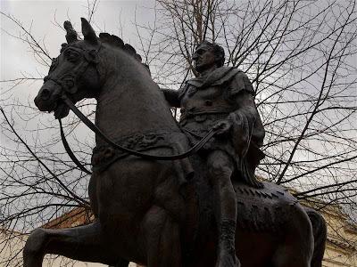 Estatua del Emperador Nerva, fundador de Gloucester