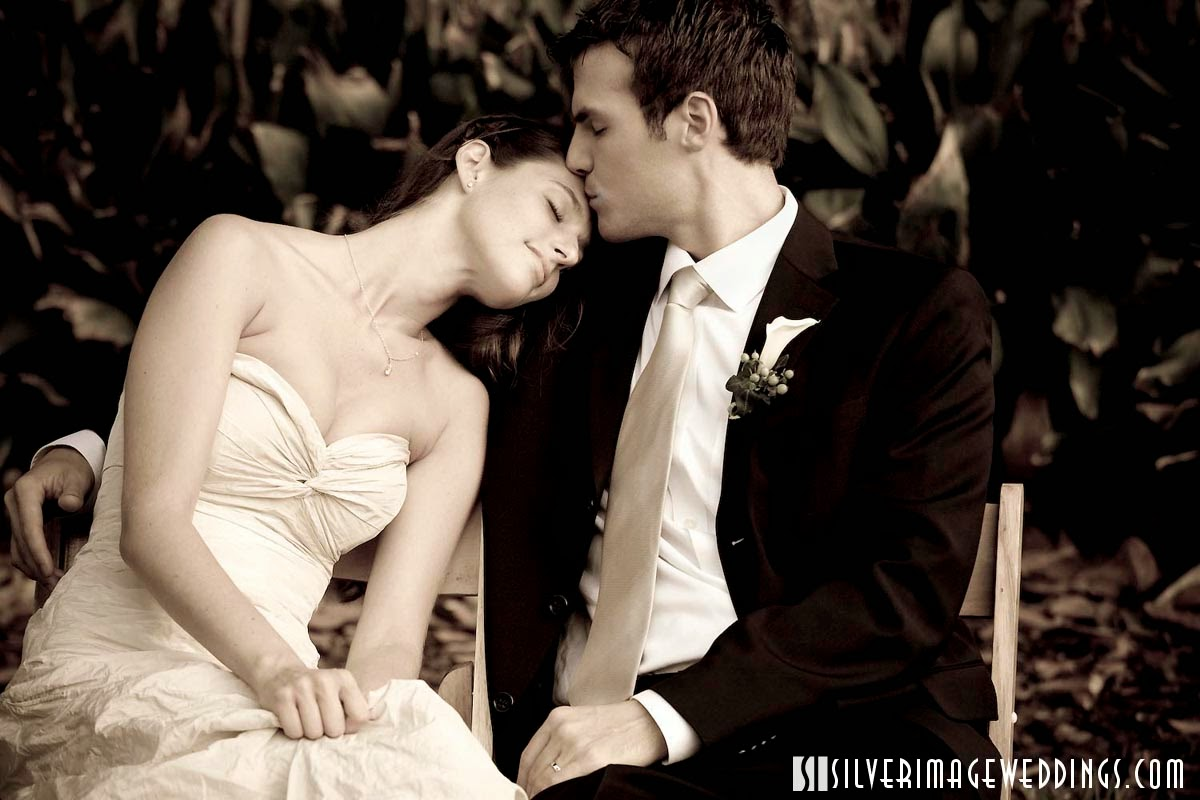 Romantic wedding wallpaper - Romantic kiss