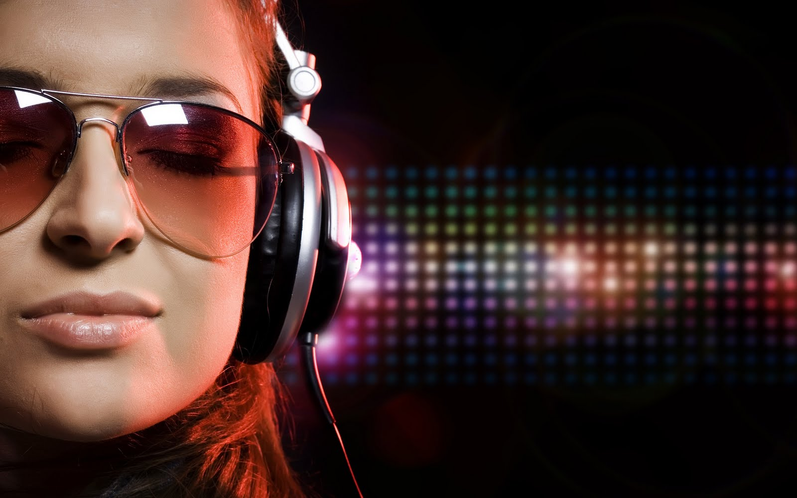 http://4.bp.blogspot.com/-dE1xDqE9EZU/TvNYVYuhhTI/AAAAAAAAACQ/dVn-wPyGblY/s1600/wallpaper-face-girl-woman-music-headphones-hd-desktop-wallpapers-l-a-ibackgroundz.com.jpg