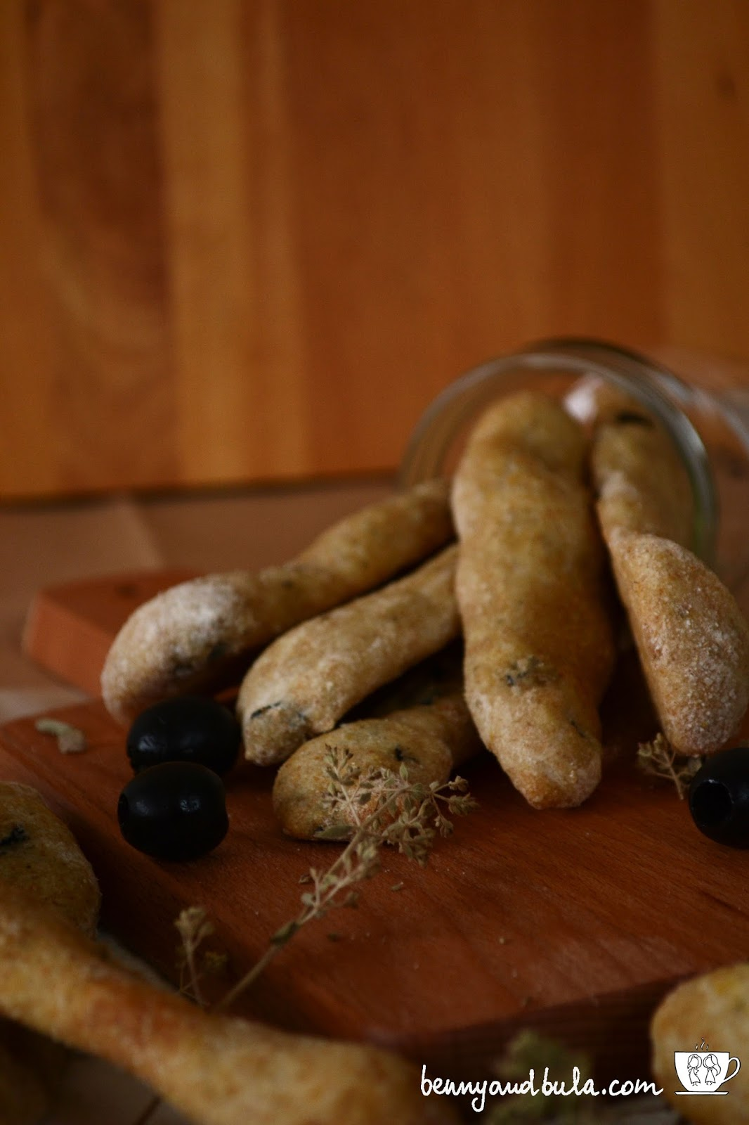 ricetta grissini morbidi con olive limone origano/soft olives lemon origan breadsticks recipe