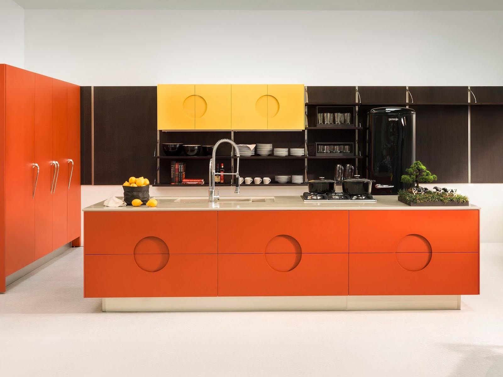 arquiteto e designer Marcelo Rosenbaum na cozinha Bola #C88903 1600 1200