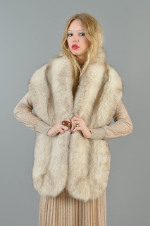 Vintage 1950's long white fox fur stole.