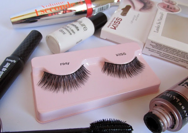 kiss fake eyelashes flirty