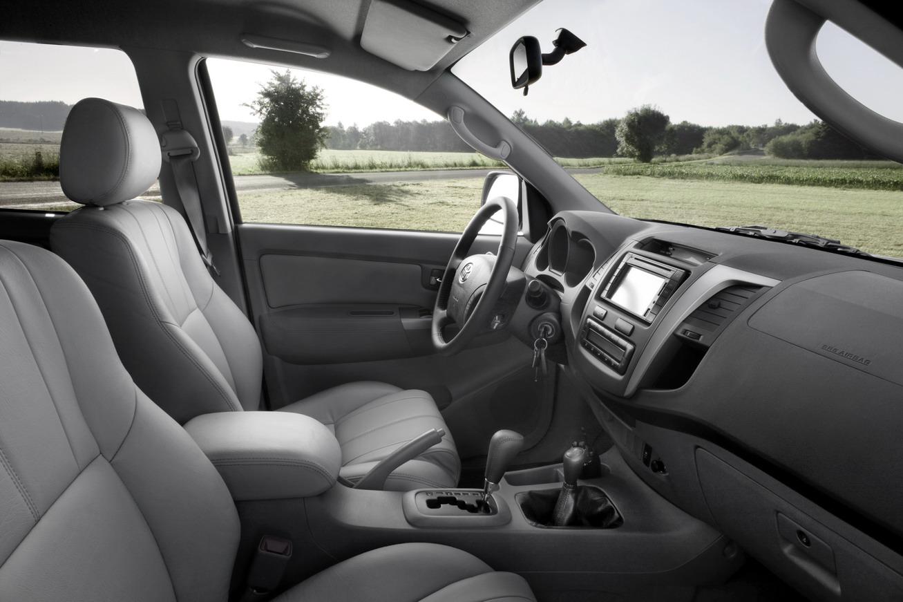 Toyota Hilux 2009 Interior