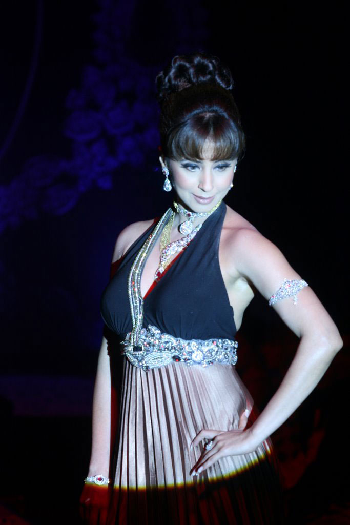 Urmila Matondkar Hot Ramp Walk at 40+