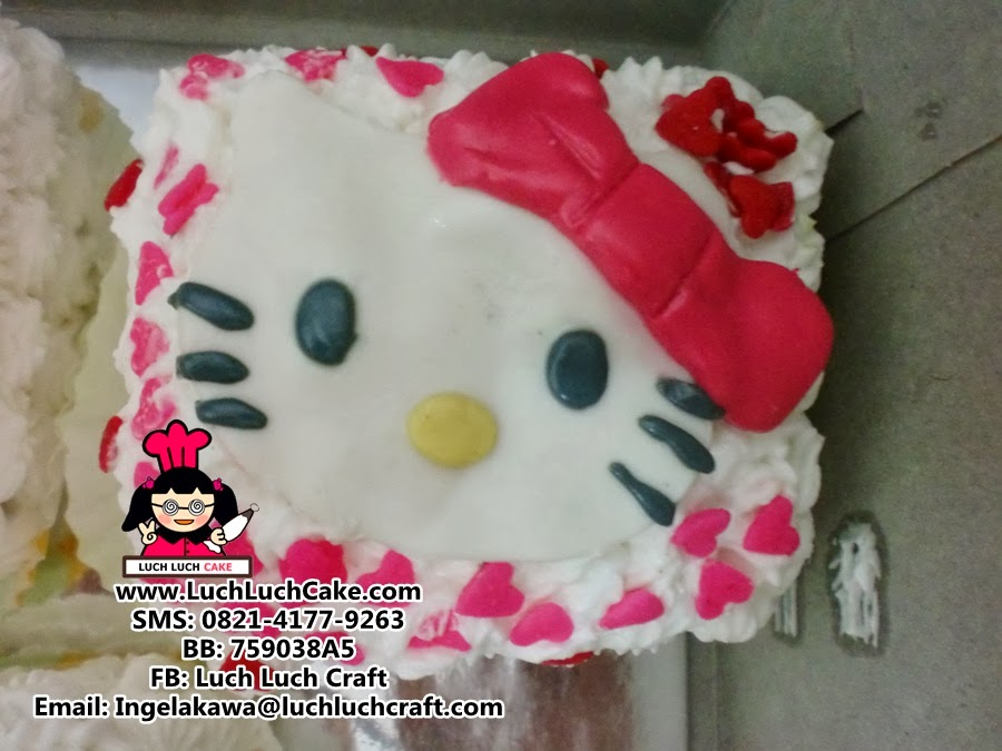 kue tart hello kitty