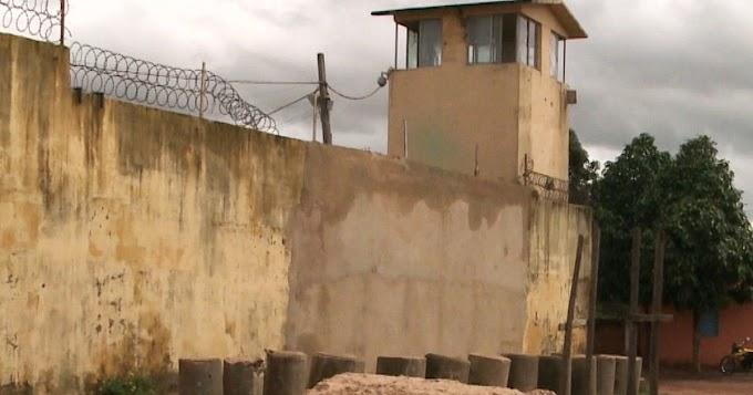 """""""TÁ FÁCIL"""": Três detentos pulam o muro e fogem do Complexo de Pedrinhas"""
