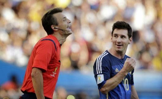 المنتخب الألماني يتوج بكأس العالم للمرة الرابعة بعد فوزه على الارجنتين 1-صفر في المباراة النهائية لمونديال البرازيل 2014