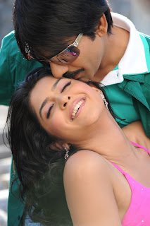 Deeksha Seth Romances Ravi Teja in Spicy Gown from her latest movie Nippu