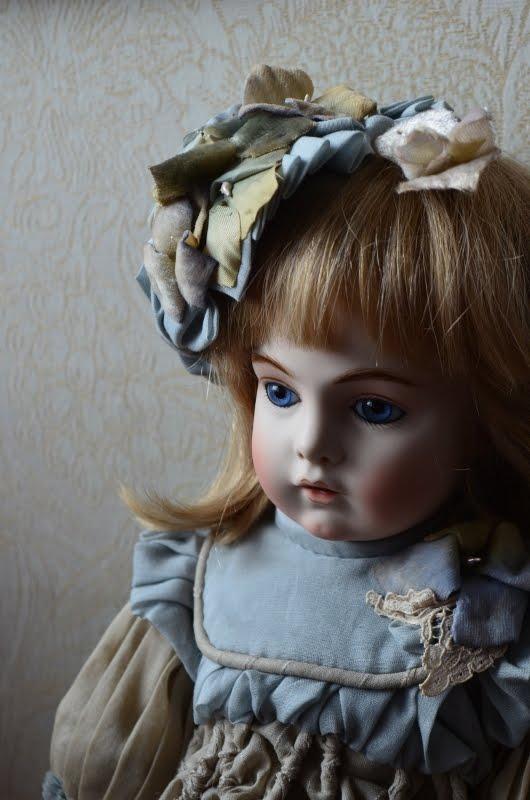 HP「刺繍の庭園と人形たち」へ↓