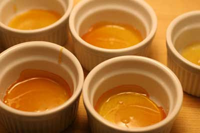 caramelized sugar in cups